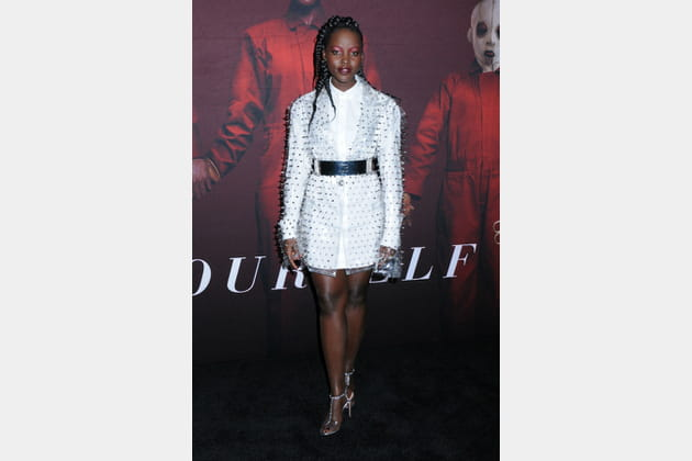 TOP: Lupita Nyong'o en robe blanche Balmain