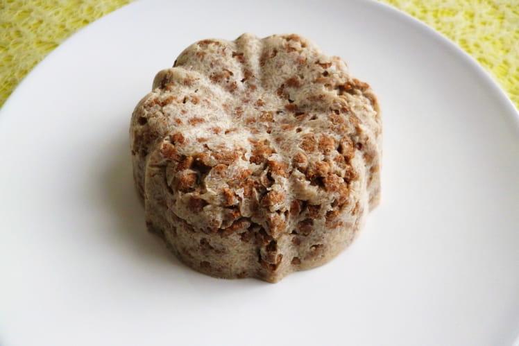 Gâteau cru pomme yaourt aux céréales de son de blé et au psyllium