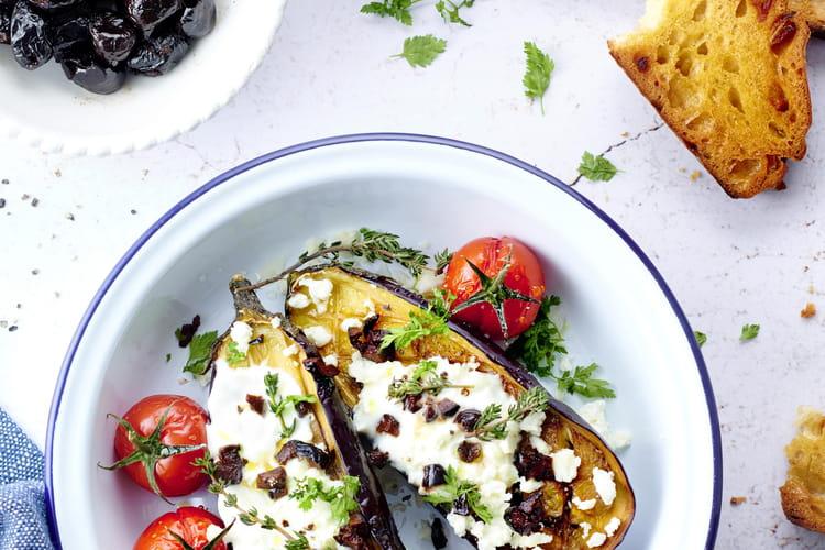 Aubergines rôties aux olives noires, yaourt grec et féta