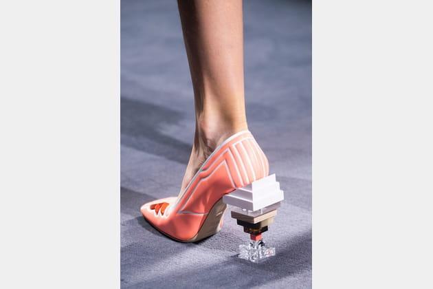 Fendi Couture (Close Up) - photo 35