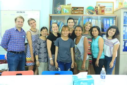 Photo souvenir avec l'équipe Wella-Unicef et Dung