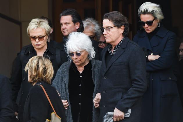 Muriel Robin, Catherine Lara et Francis Cabrel à la sortie de l'église