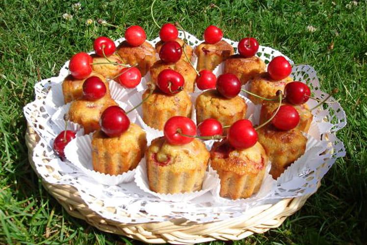Mini cakes aux cerises et pistaches