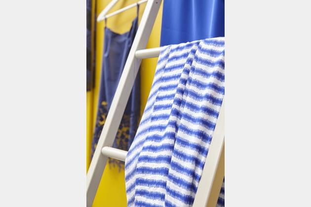 Georgette imprimée à rayures bleues indigo de Mondial Tissus