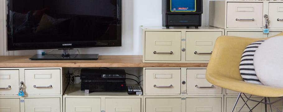 meuble t l choisir installer am nager un coin tv. Black Bedroom Furniture Sets. Home Design Ideas