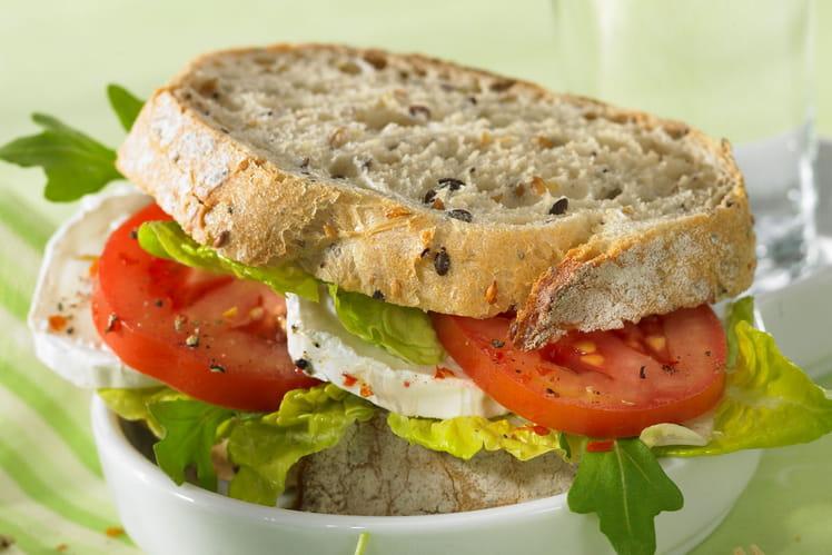 Sandwich aux tomates et au chèvre