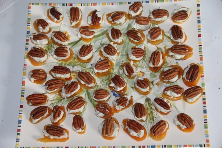 Abricots moelleux à la crème de roquefort, fromage frais et noix de pécan