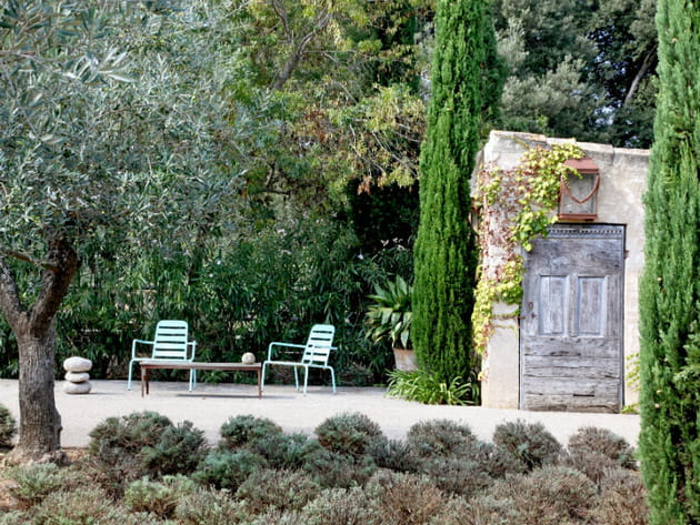 Un salon de jardin minimaliste