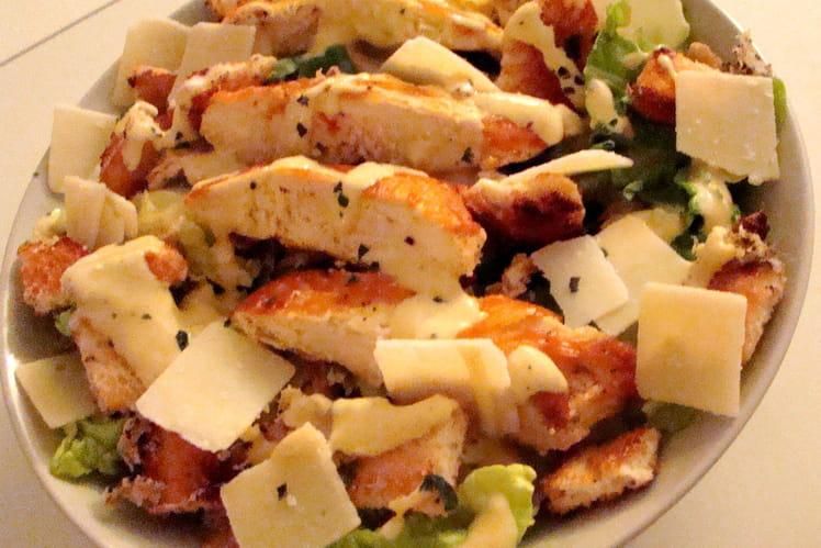 Salade César aux oignons fris