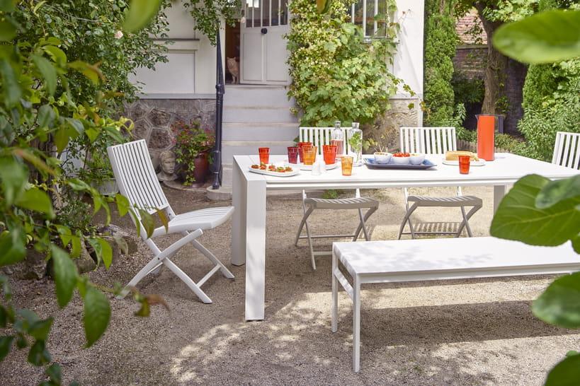 Trouvez votre table de jardin pour des déjeuners au jardin ...