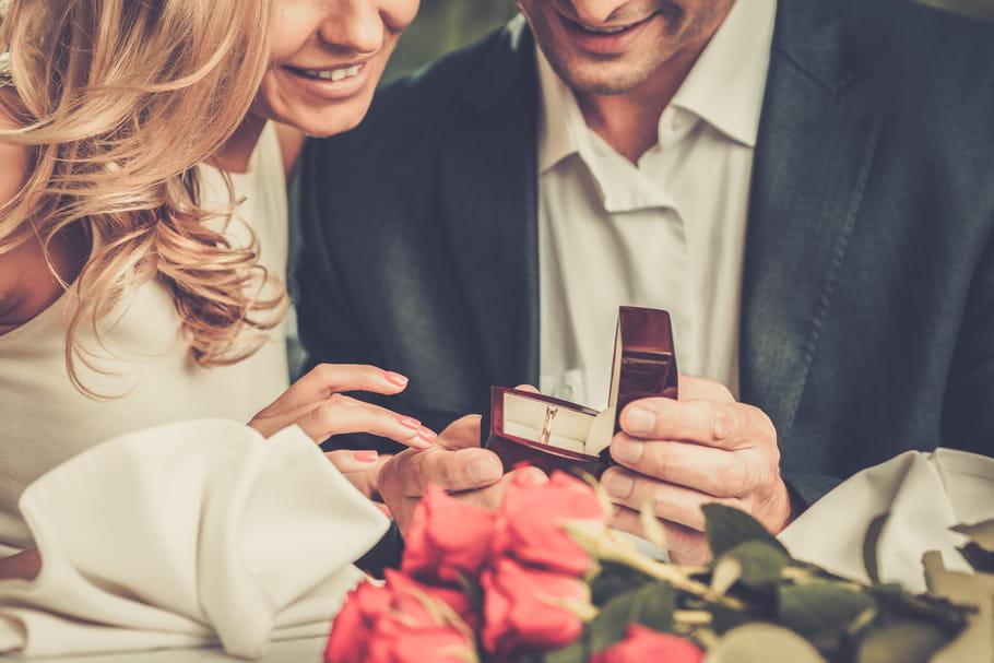 Fiançailles: bague de fiançailles, signification, comment se fiancer?