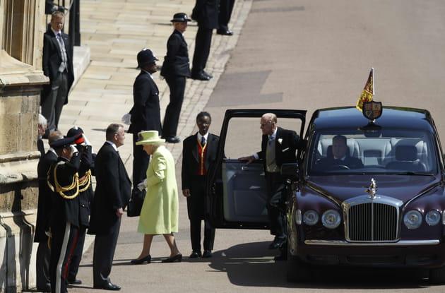 Elizabeth II et le prince Philip arrivent