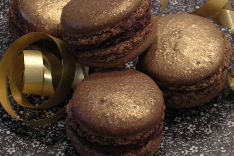 Macarons noisettes, ganache truffe au chocolat