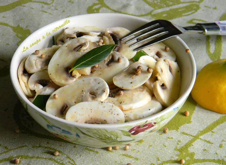 recette de salade de champignons crus l 39 huile d 39 olive et au citron la recette facile. Black Bedroom Furniture Sets. Home Design Ideas