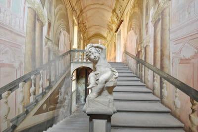 (9) villa garzoni, affreschi all'interno della villa courtesy lionard