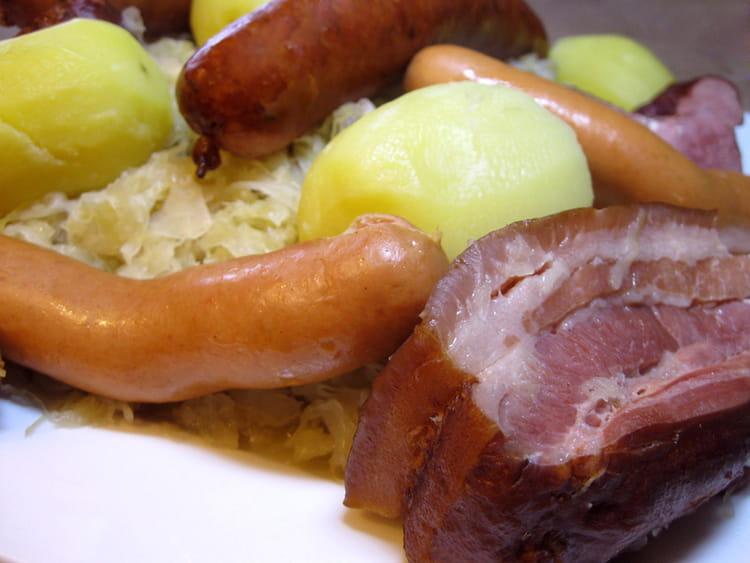 Choucroute garnie alsacienne - Cuisiner choucroute crue ...