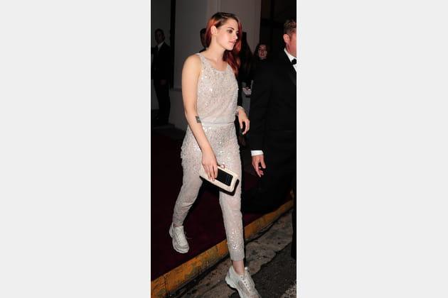 Kristen Stewart en combinaison brillante Chanel