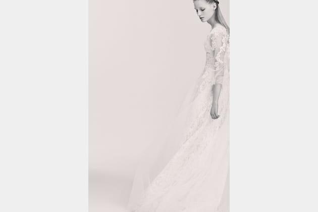 Une robe de mariée en dentelle