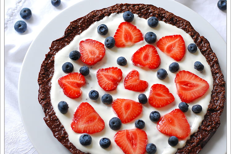 Pizza chocolat et fruits rouges sans gluten et sans cuisson