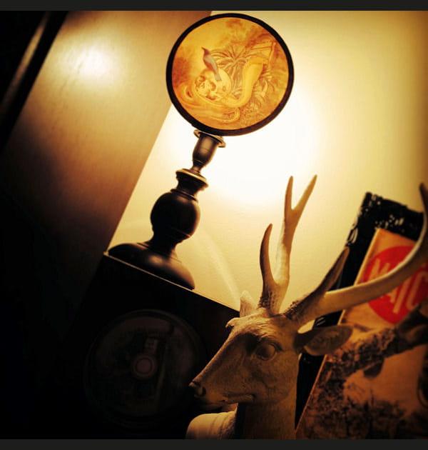 """La lampe """"cabinet de curiosités"""" de Justine"""