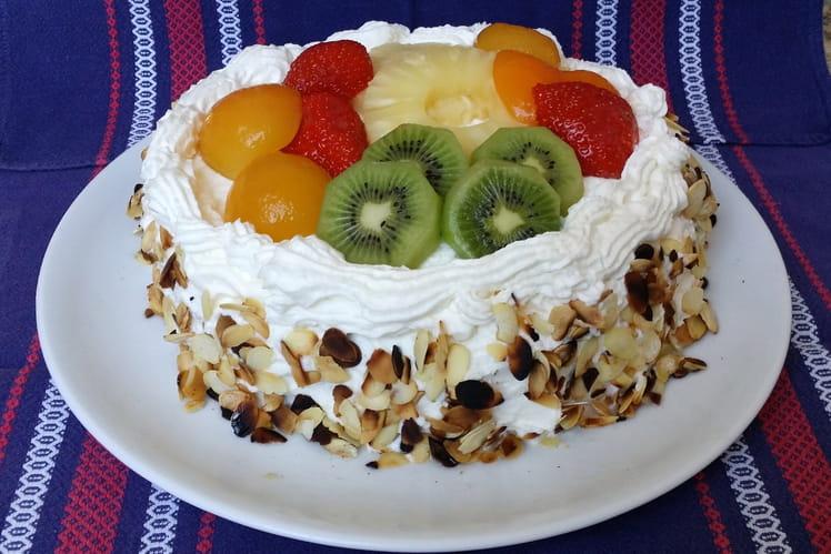 Gâteaux aux fruits et à la chantilly