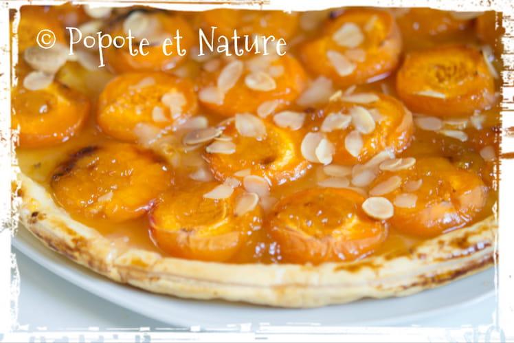 Tarte aux abricots, confiture et amandes