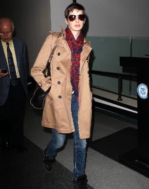 anne hathaway à l'aéroport de los angeles le 21 septembre 2012.
