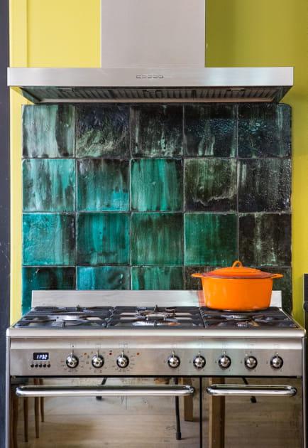 Une cuisine à l'électroménager en inox