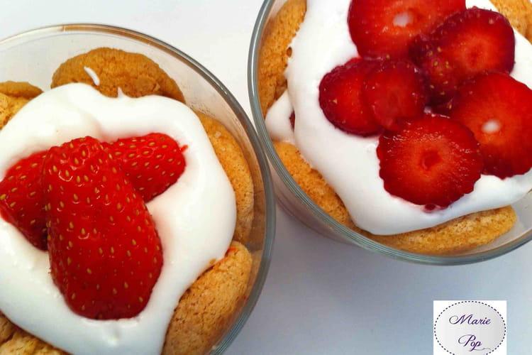 Verrine façon charlotte aux fraises