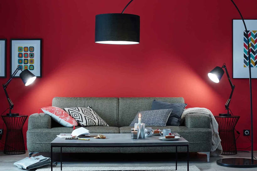 des couleurs chaudes sur les murs du salon. Black Bedroom Furniture Sets. Home Design Ideas