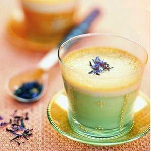 tasse de délice au thé vert et lavande