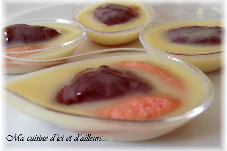 Cuillères de meringue, confiture et chocolat blanc