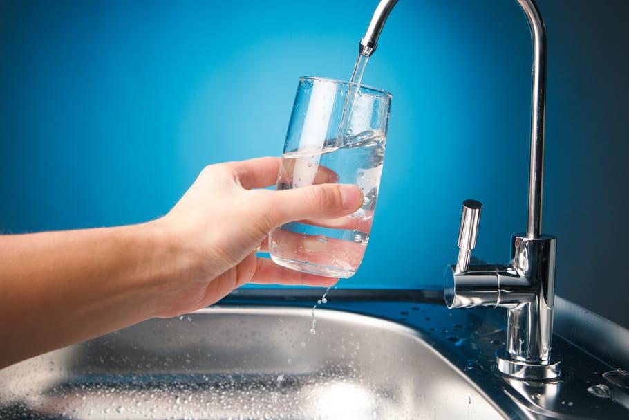 """Microplastiques dans l'eau potable: """"le risque est faible"""" selon l'OMS"""