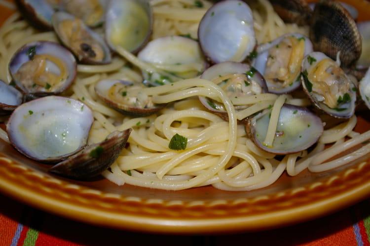 Recette de spaghetti alle vongole aux palourdes la for Cuisiner des palourdes