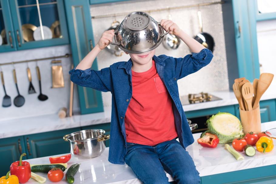Scènes de ménages: en Finlande, garçons et filles apprennent à nettoyer, balayer, astiquer...
