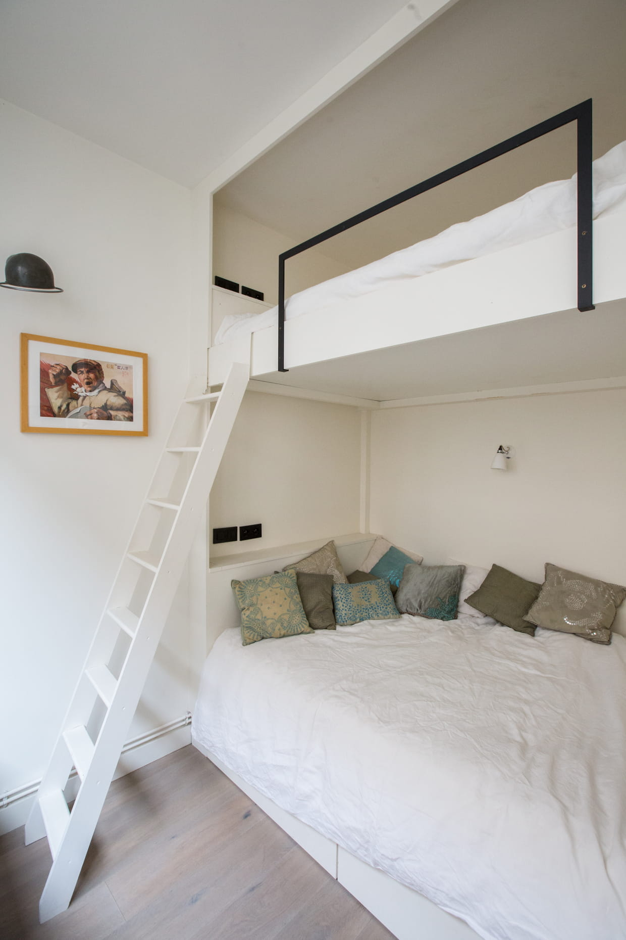 mezzanine bleue et blanche. Black Bedroom Furniture Sets. Home Design Ideas