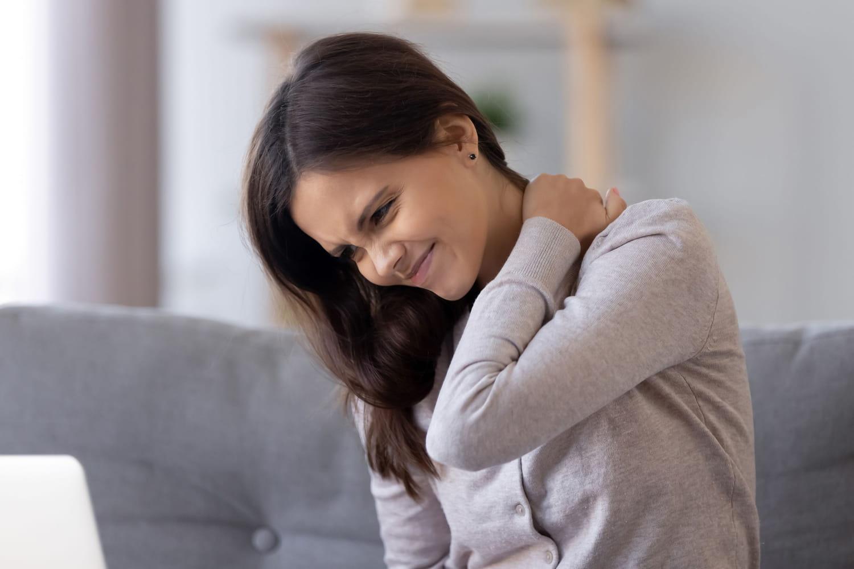 Cervicalgie: aigue, chronique, symptômes, traitements