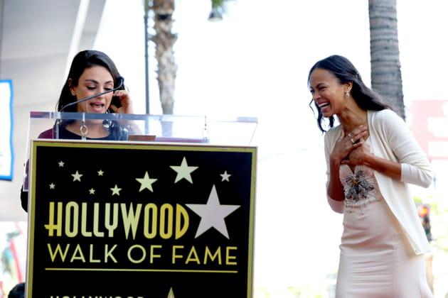 Mila Kunis annonce à Zoe Saldana qu'elle est la nouvelle étoile du Hollywood Walk of Fame