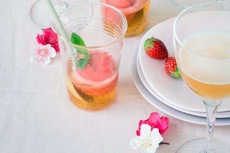 Sorbet fraise et rhubarbe, poivre de Sichuan en trou normand