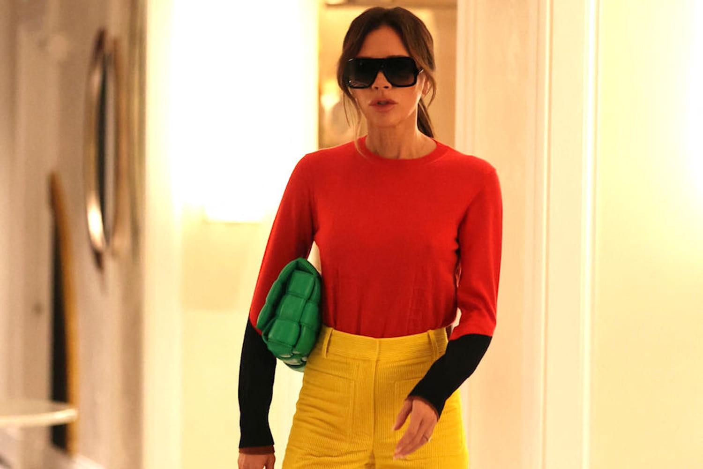 Victoria Beckham, stylée dans un look color block à imiter