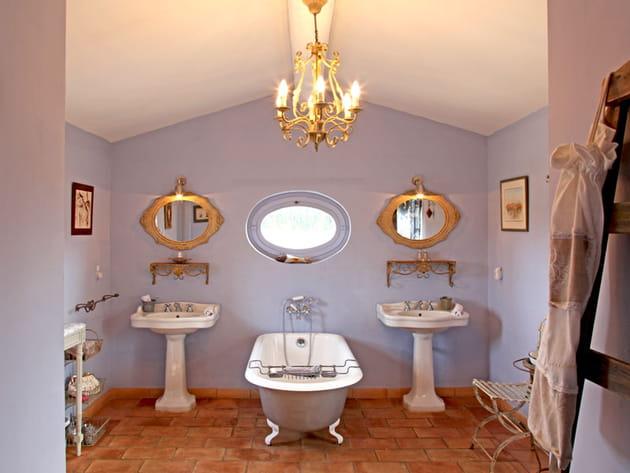 Salle de bains à l'ancienne