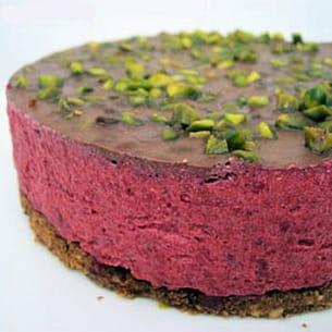 entremets framboise et chocolat aux éclats de pistache