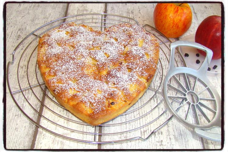 Gâteau gourmand aux pommes, amandes et raisins secs