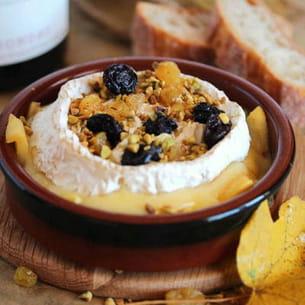 camembert au four aux pommes confites et raisins secs