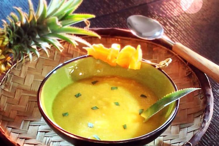 Soupe froide d'ananas Victoria à l'estragon