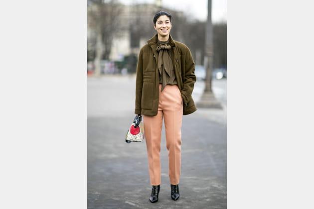 Street style à Paris : la lavallière pas kitsch