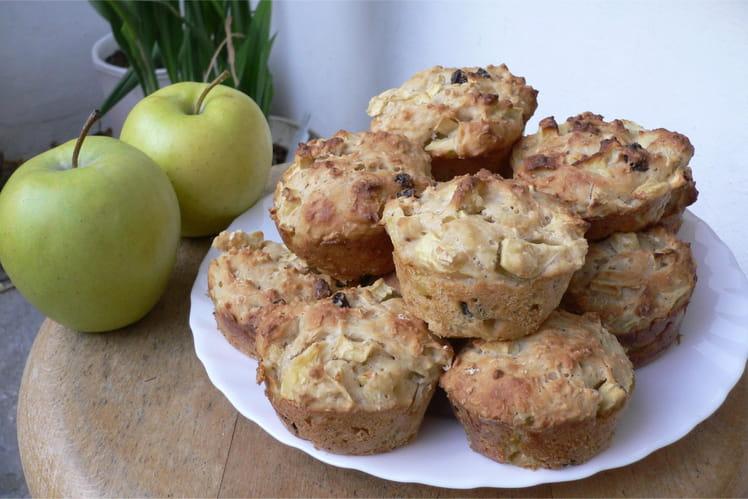 Muffins aux pommes, raisins secs et noisettes