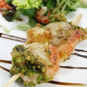 brochette de saint-jacques et crevettes panées