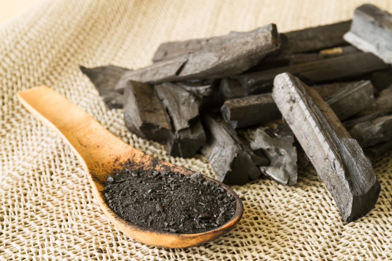 Cendre de bois: quelle utilisation au jardin et dans la maison?