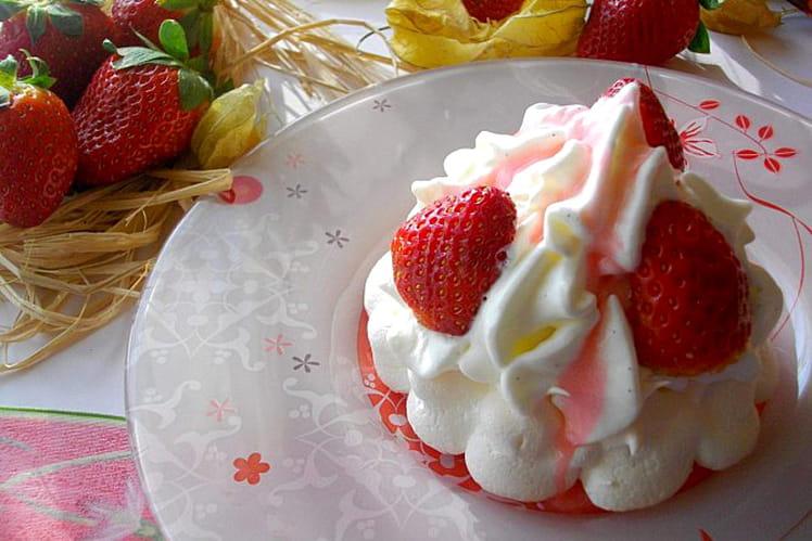 Pavlova aux fraises comme un nuage